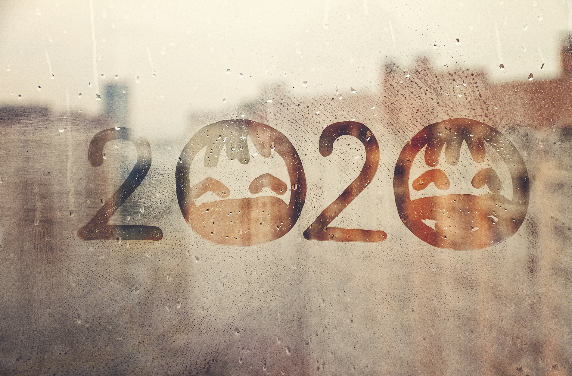 2020 ist auf eine beschlagene Scheibe geschrieben